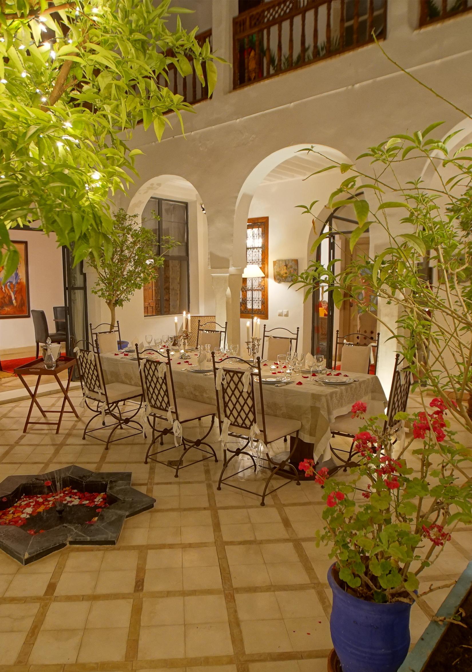 cuisine marocaine marrakech c 39 est au riad alma au coeur. Black Bedroom Furniture Sets. Home Design Ideas